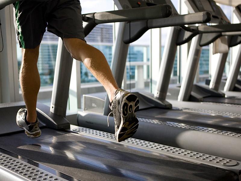 Mua máy chạy bộ cho phòng tập gia đình cải thiện sức khỏe
